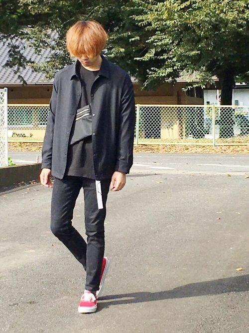 いつもたくさんのいいね、セーブありがとうございます☺️ 寒くなってくると赤いスニーカー履きたくなる。