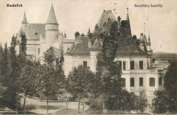 Előtérben a Sacelláry-, mögötte a Törley-kastély régen (Budafok) - Forrás: egykor.hu