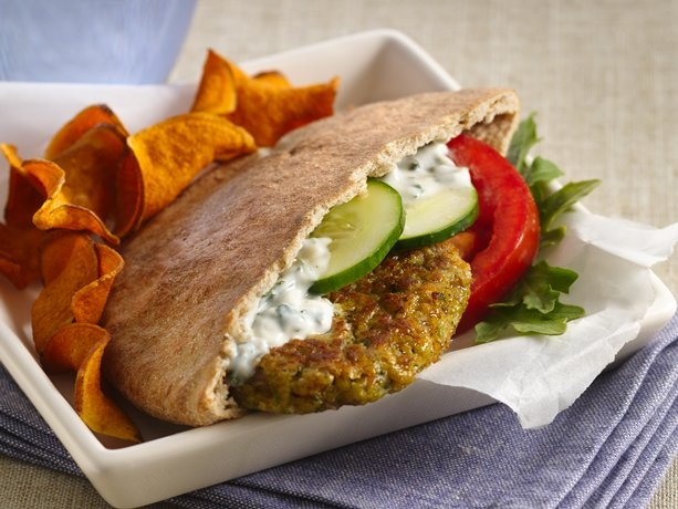 Falafel Sandwiches with Yogurt Sauce: Dinners Tonight, Yogurt Sauces, Food Trucks, Sauces Recipes, Healthy Recipes, Pita Sandwiches, Food Photography Recipes, Vegetarian Recipes, Falafels Sandwiches