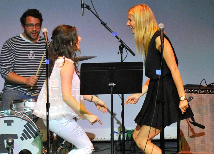 Pin for Later: This Week's Can't-Miss Celebrity Pics!  Gwyneth Paltrow and Sasha Spielberg danced and sang together at the Poetic Justice fundraiser on Wednesday in LA.