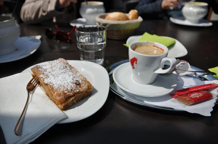Salzburg, Apfelstrudel und Kaffee