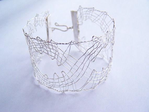 Bijou dentelle aux fuseaux en cuivre argenté - bracelet de créateur haute fantaisie - dentelle contemporaine Lilas Lace