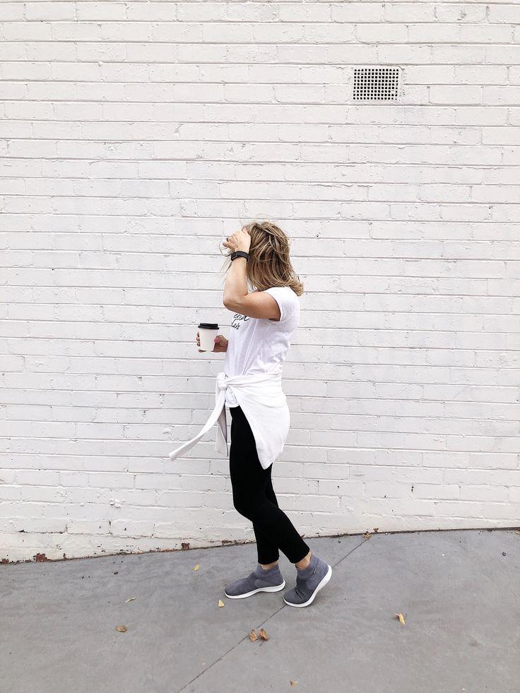 The perfect streetwear sneaker that feels like you are wearing slippers. Skechers always create pure comfort  #streetstyleoutifts #streetstyleinspiration #sneakersgrey #weekendstyle