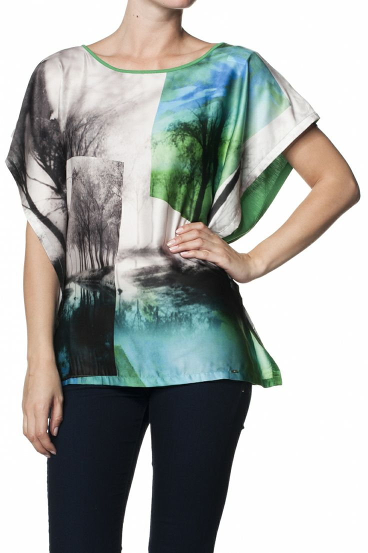 Printed t-shirt with landscape graphic