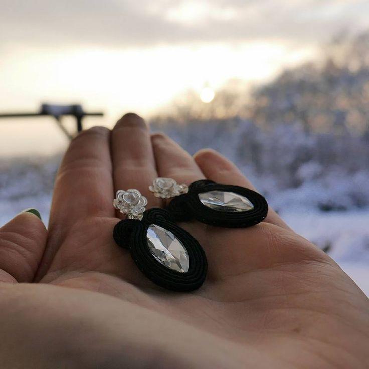 TORSADA - czarne delikatne kolczyki sutasz na sztyfcie / small black earrings with crystals