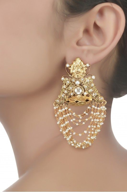 Amrapali-Creativity at its best...To improve your ear-ring collection visit http://fkrt.it/AGvSOTuuuN