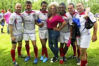Europa se alía contra la homofobia en un torneo 'gay friendly' de rugby Bruselas reúne a más de 700 jugadores europeos que luchan por una sociedad más tolerante. Marina Varelo | Diario de León, 2015-05-25 http://www.diariodeleon.es/noticias/sociedad/europa-alia-homofobia-torneo-gay-friendly-rugby_981611.html