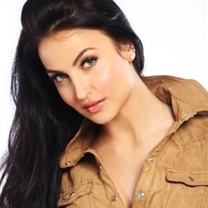 """Elli Avram is a Swedish-Greek actress who is setting to make her Bollywood debut opposite 'Manish Paul' in the film """"Mickey Virus"""". The 22 year old, stunning lady is now a house inmate of popular TV reality show 'Bigg Boss Saath-7'."""