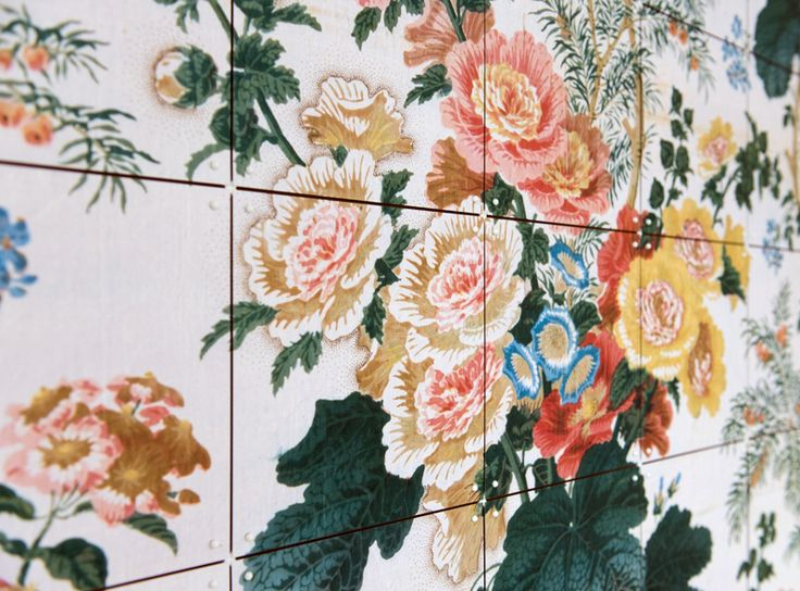Close-up of an IXXI wall decoration made with illustration of colorful flowers. The image belongs to the Victoria & Albert Museum in London. #ixxi #ixxidesign