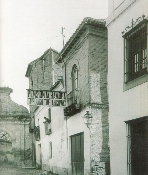 La Pensión Alhambra en la calle Real en una imagen de principios del siglo XX