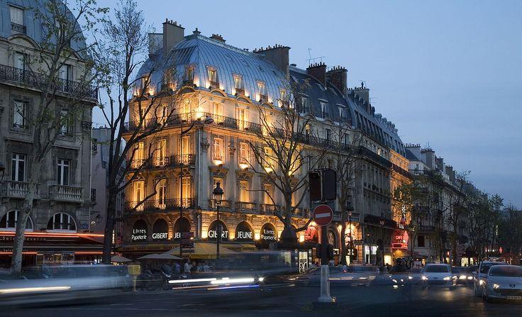 Paris 75005 Place Saint-Michel 20080504 no 5 Gibert Jeune.jpg
