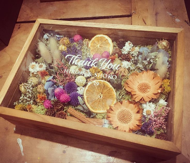 いいね!482件、コメント8件 ― keiko itayaさん(@itaya.tsg)のInstagramアカウント: 「#flowerbox  記念品贈呈のギフトはドライフラワーやプリザーブドフラワーを詰め込んだBOX♡ 木箱のフタのガラスに名前を入れて特別感を演出…♡ #dryflower #プリザーブドフラワー…」