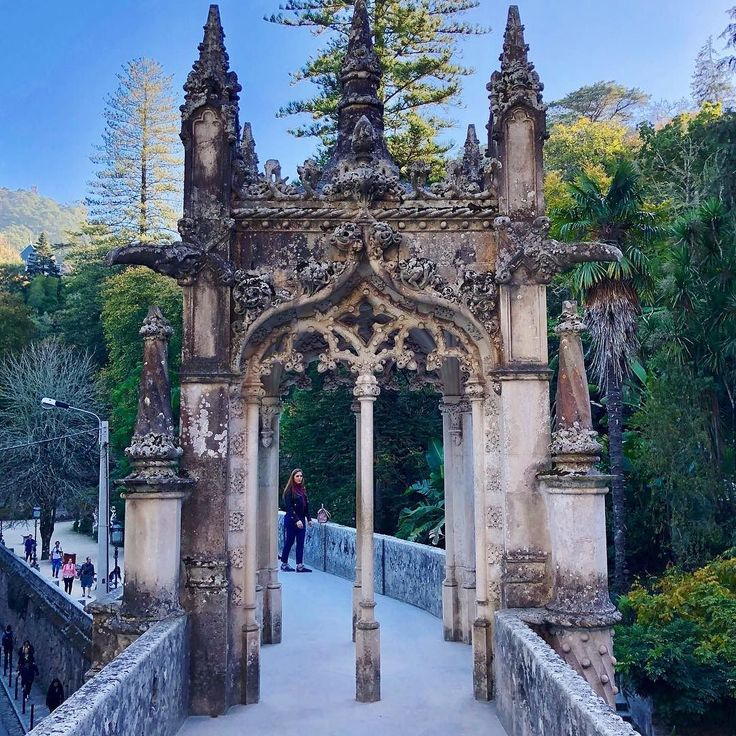 #quintadaregaleira #sintra #portugal #gate #castle #ghoticstyle #ghotic #nature #naturelovers #bridge #travel #travelblogger