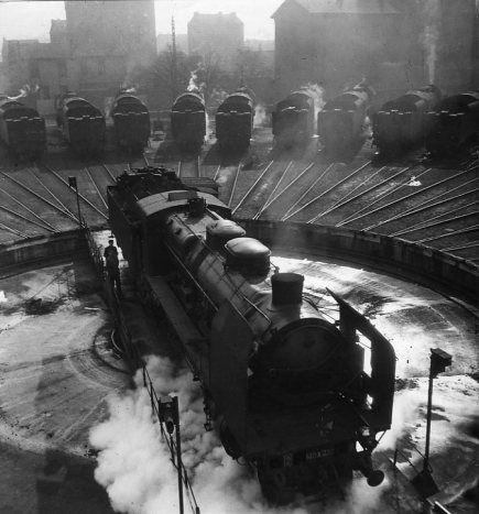 Atelier Robert Doisneau |Galeries virtuelles desphotographies de Doisneau - Chemins de fer La pleine lune du Bourget 1946