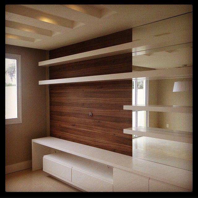 """1,093 curtidas, 84 comentários - Decoramundo (@decoramundo) no Instagram: """"Amei essa proposta de móvel para hometheater com painel central em madeira e laterais em laca. O…"""""""