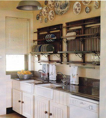 Love these plate racks!  I've never seen ones quite like this; wonder if they'd be difficult to make...