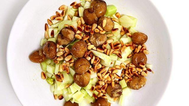 Heute teilen wir ein Rezept für einen Kastanien-Fenchel-Salat mit dir, der sich leicht und schnell mit saisonalen Zutaten zubereiten lässt. 🥗 All unsere Rezept-Videos findest du übrigens ab sofort auf unserem YouTube-Channel! 🖱️ Klick dafür einfach auf den Link in unserer Bio und schau vorbei! #linkinbio