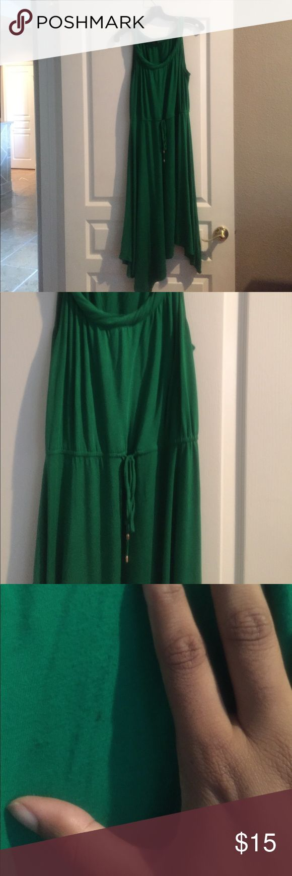 Kelly Green Asymmetrical Dress Super cute and flattering asymmetrical dress with drawstring waist to cinch. Small stain (pictured) but I didn't notice it until I inspected Dress before posting. Reflected in price. You will love this one! Cable & Gauge Dresses Asymmetrical