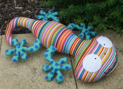 Lionel the Lizard by Melly and Me .... those feet slay me *giggles*