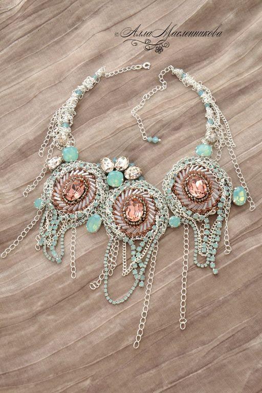 """Купить Колье """"Рассветный ветер"""" с кристаллами Swarovski - разноцветный, цвет морской волны, коралловый цвет"""