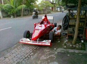Aku cinta Indonesia, liat deh cuma di Indonesia ada penampakan kaya gini hahaha #PINdonesia #OndeMonday