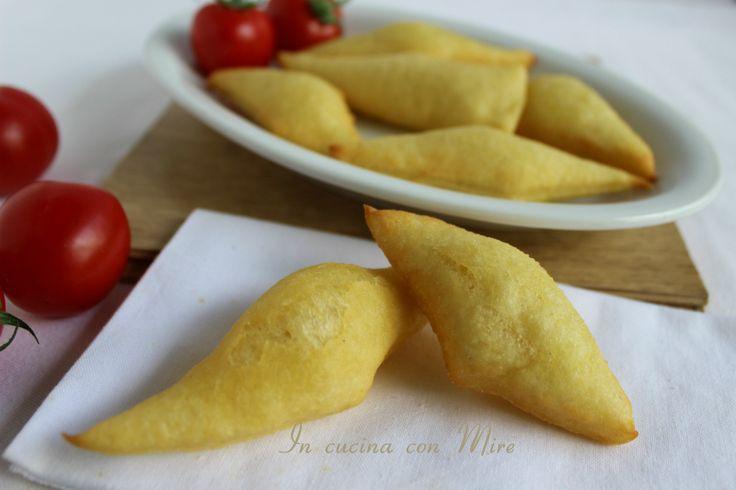 Pasta+fritta+o+gnocco+fritto #cibodaspiaggia #gialloblog #foodblogger #foodblog #ricetta #incucinaconmire