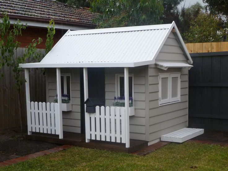 Cubby house for the boys - colours