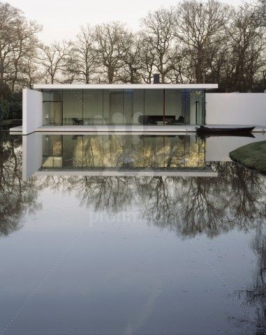 """Skywood""-House, Denham  Architect	Lord Norman Foster & Partners, London  .Building owner-Graham Phillips"