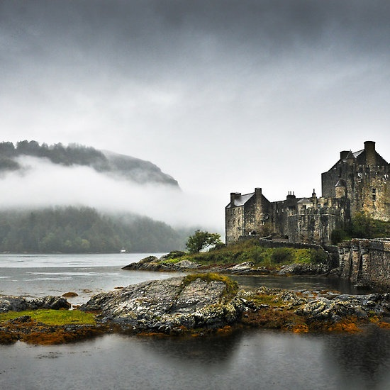 Eilean Donan Castle in Scotland, I want to visit here one day.   www.photopix.co.nz.       sas