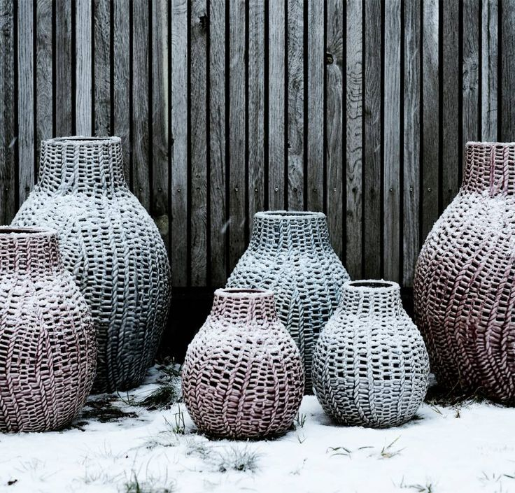 Broste, handgemaakte vazen in authentieke kleuren. Mooi gevlochten keramiek met glas!