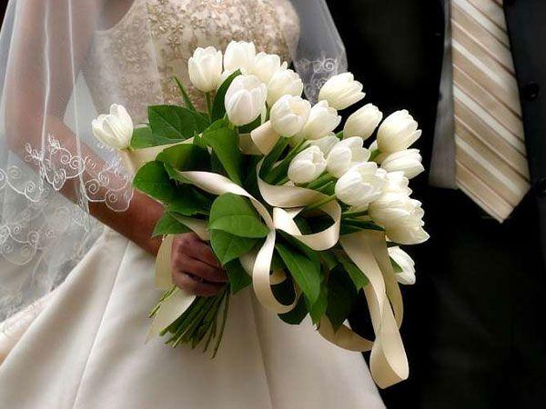 Bouquet de noiva de tulipas brancas