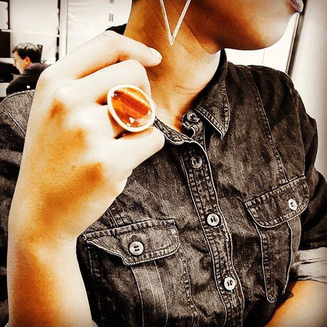 Comme Rocky, ayez l'oeil du tigre pour commencer l'année 2018 avec la bague XXL en oeil de tigre pavée de diamants de la marque Wegelin.  En solde et à essayer très vite dans notre boutique !  #eyesofthetiger #rocky #newyear #oeildetigre #diamant #diamond #bijou #soldes #bague #ring #womenwithstyle #bijouxlovers #wegelin #grenoble #bijouterie #bijouxcréateur #joaillerie #horlogerie