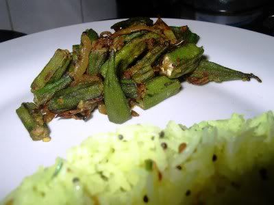 Okra with onions (Bhindi bhaji)