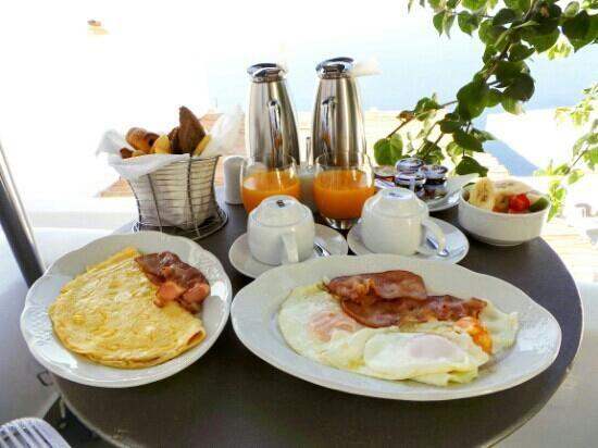 VILLA KATIKIES Santorini   breakfast at the balcony