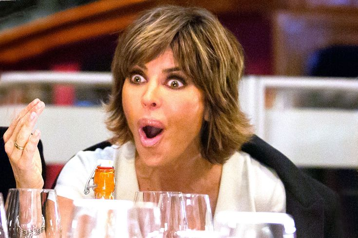 Holy Haircut, Lisa Rinna Shows Off Freshly Shaved Head