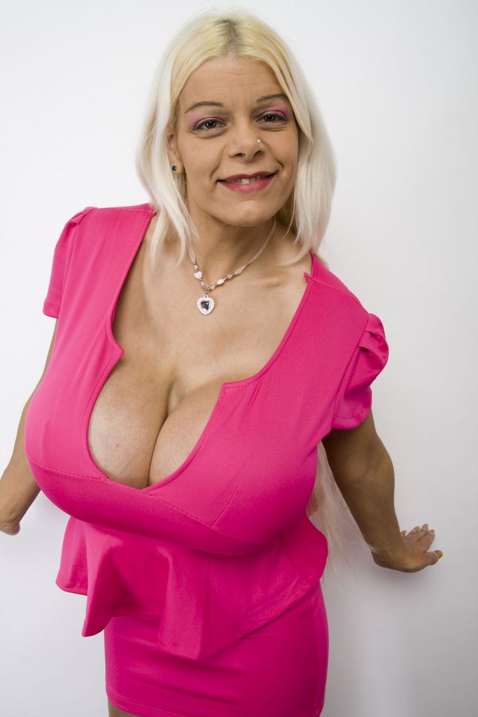 Martina Big And Her Huge Cleavage   Cleavage In 2019  Low Cut Bra, Stunning -1659