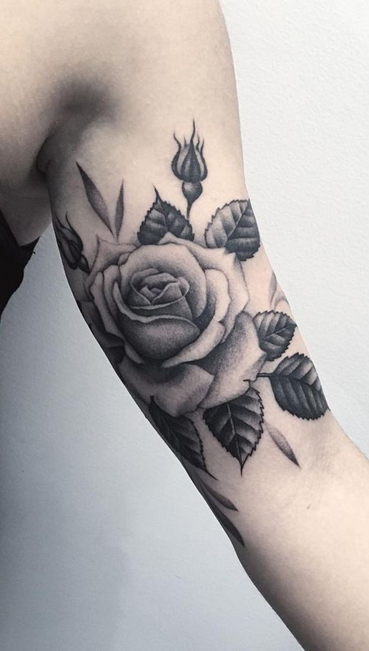 Rose Arm Bicep Tattoo Ideas for Women - Black & White Vintage Realistic Floral Flower Tat - ideas de tatuaje de brazo de rosa bíceps para las mujeres chicas - www.MyBodiArt.com