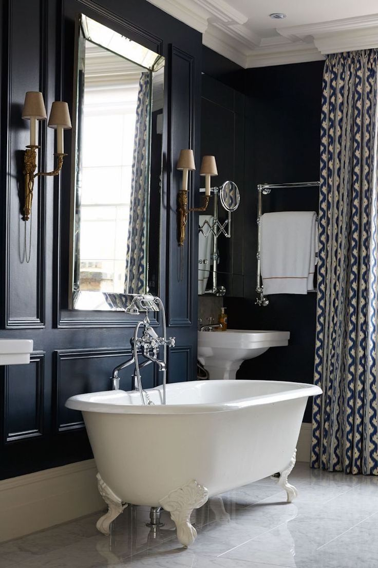 10 Spectacular Luxury Bathroom Mirrors That Delight