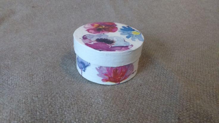 Gift box. Decoupage technique.