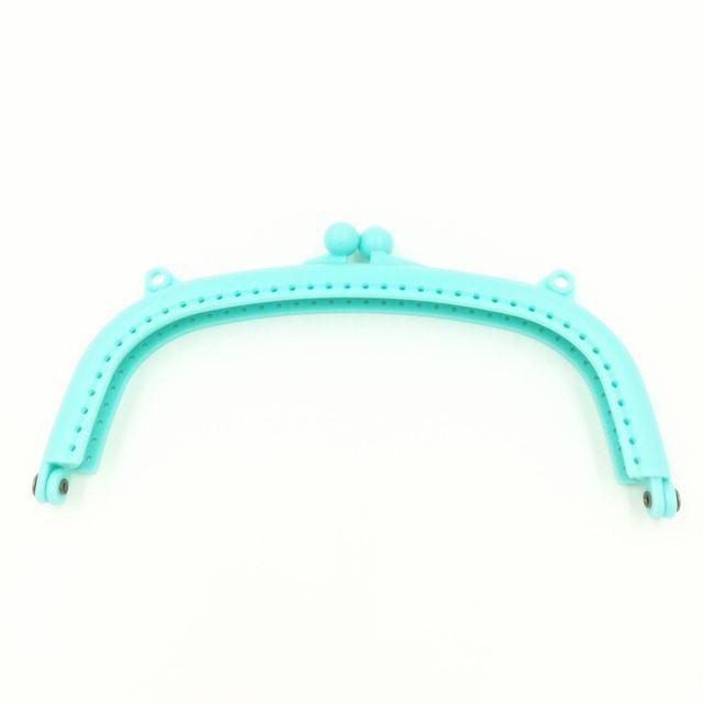 Bleu clair En Plastique Arc Cadre Baiser Fermoir de Verrouillage D'embrayage 16x8.5 cm DIY Pièces Bourse Sac À Main Poignées