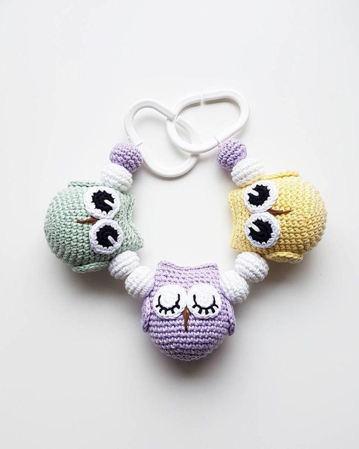 Ugglemobil. 🐧🐧🐧 . #virka #crochet #virkat #crocheting #virkar #crochetersofinstagram #crochetersanonymous #färgglatt #gravidbf2017 #bf2017 #garn #gravidbf2018 #barnmobil #barn #hekle #hekling #hækle #uggla #ugglor #bebis2017 #bebis2018 #ugglemobil #owlstagram_feature #barnvagnsmobil #vagnmobil #polarnopyret #panduro #pandurohobby #bf2018 #jollyroom