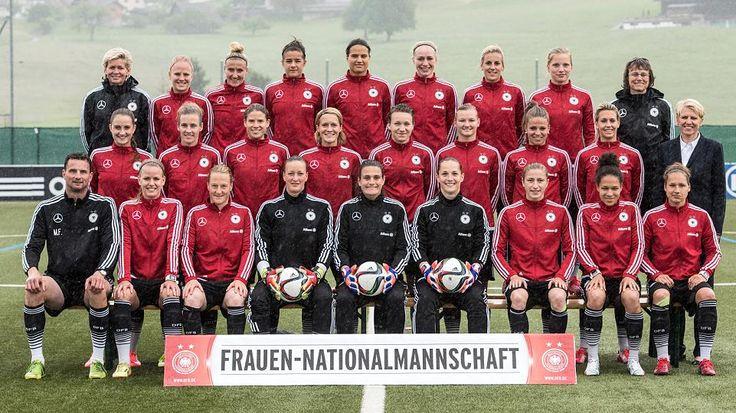 German Fussball Logo frauen | Die deutsche Frauen-Fußball-Nationalmannschaft vor der WM in Kanada ...