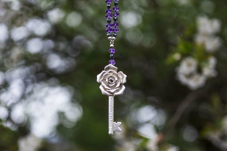 Rosekey to happiness in silver and amethyst in our secret garden - Vinterhoff
