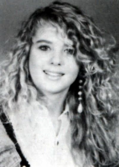 Young Tara Reid before she was famous yearbook picture