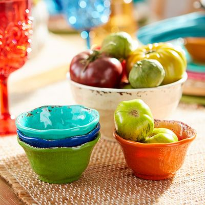 Our pretty green dip bowl can bring a bit of nature's favorite color to your table. It works well with black, white or other bold colors. Crafted in the style of hand-thrown Italian stoneware, our Carmelo Collection is deceptively lightweight. It's melamine, so it's easy to handle and care for. Set it out for an outdoor party, indoor dinners or just for everyday use.