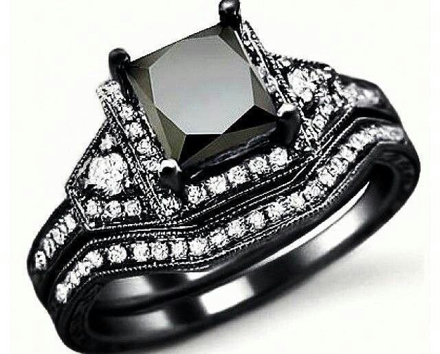 Black wedding rings! GORGEOUS! Determined to get for my 10yr wedding anniversary in 2 years ;)