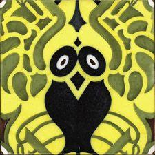 Estilo / Serie: Modernista  Cronología: 1920c  Fábrica / Población: Juan Baustista Segarra Bernat, Onda  Medidas: 20x20x1,2  Técnica decoratíva: Mayólica policroma decorada por el sistema de trepas. Conformación mecánica vía semiseca  Ornato: Búho sintetizado con alas desplegadas (RRT)