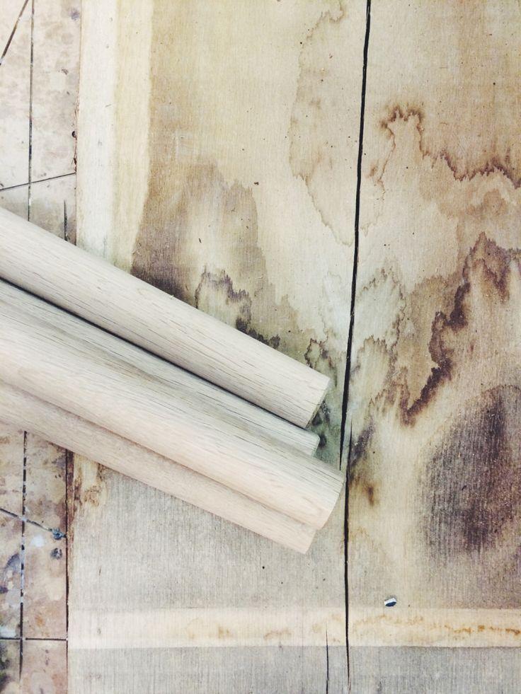 snedkeri - design - interiør - møbel - bænk - bord - træbord - hånadlavet møbler - frederiksberg snedkeri - insidepr - nordiske riger - bolig - indretning - interiørblog - designblog - egetræ - træplanke - skammel - råt træ - læder sæde - dansk design - corian - værsted - bordben