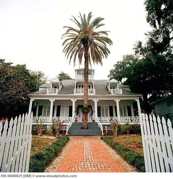 This is what i miss the most, all of the miles of beautiful old homes along the beach....Mississippi had the most amazingly beautiful beaches, & old antebellum homes... All gone sadly.  Father Ryan House. Biloxi, MS.  Hurricane Katrina took this as a souvenir. :-(