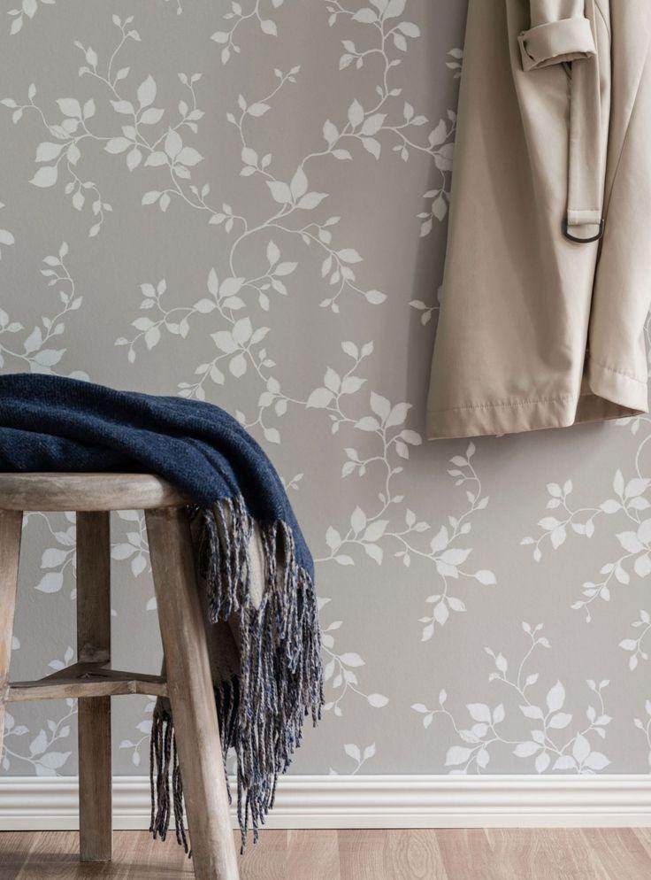 382Björk –brer ut sig över väggarna - Björk fick därför bli ett bladmönster som istället för att klättra uppåt brer ut sig över väggarna, eller varför inte tak, för att skapa den där trygga, harmoniska känslan som ett hem ska få ha.Kollektionen hittar du hos Colorama Helsingborg/Berga & Colorama Ängelholm.#duro#coloramahelsingborg#coloramaangelholm#tapet#natur#renovera#vardagsrum